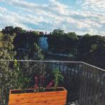 Balkon Blumenkasten mit Ausblick