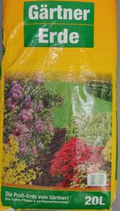 hochwertige Gärtnererde für den Blumentopf