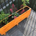 Blumenkasten aus Holz bepflanzt