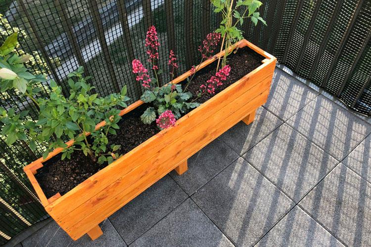 Diy Einen Blumenkasten Aus Holz Selber Bauen Balkon Blumenkasten De