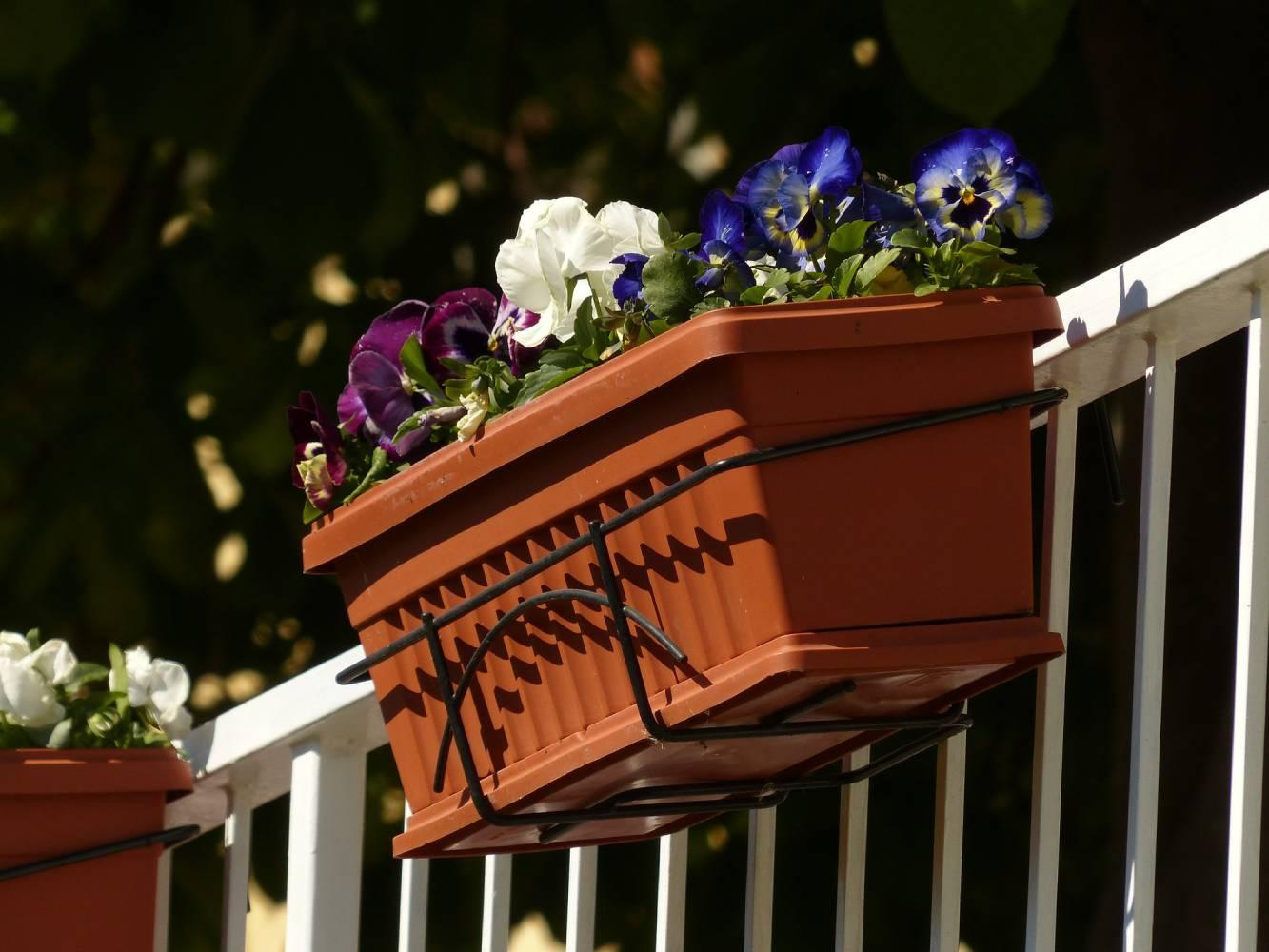 Blumenkasten Halterung für Balkon und Fensterbank